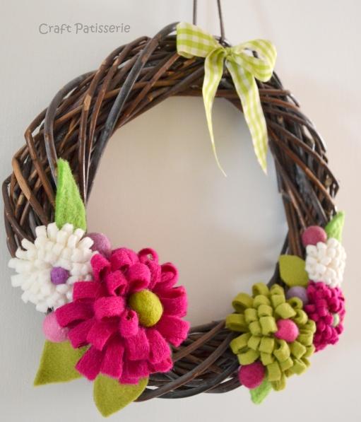 Ghirlanda con fiori in feltro handmade ;)