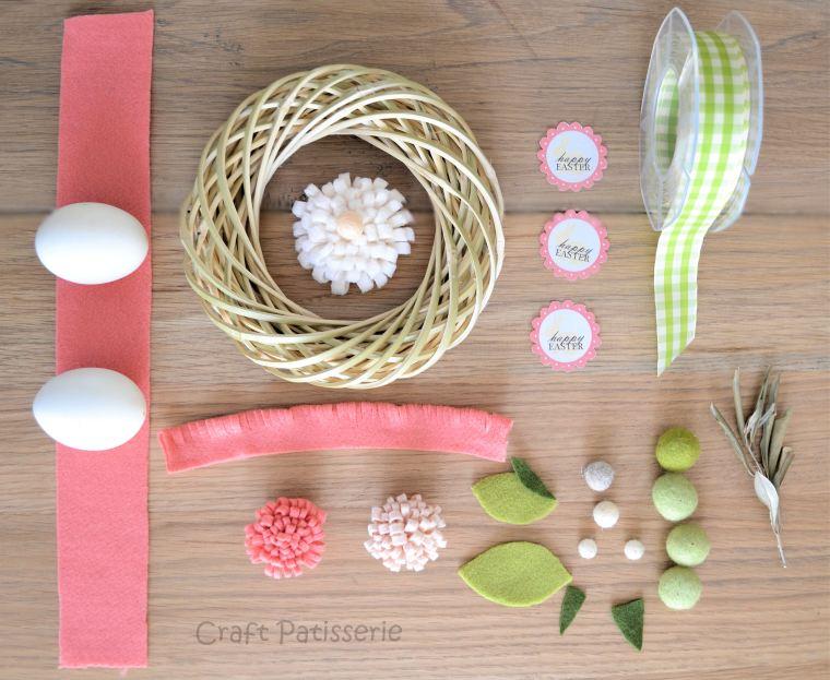occorrono anche le forbici  e la colla a caldo, le uova invece non servono ma fanno allegria! :D